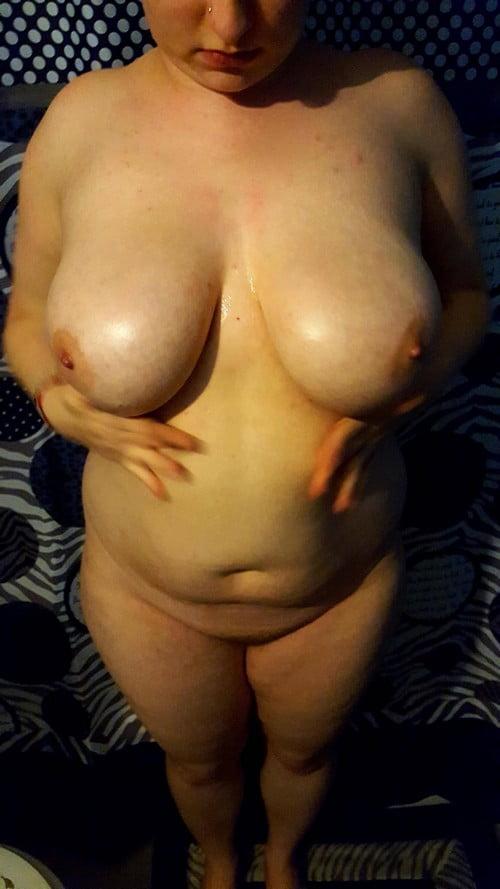 belle garce ronde aux gros seins