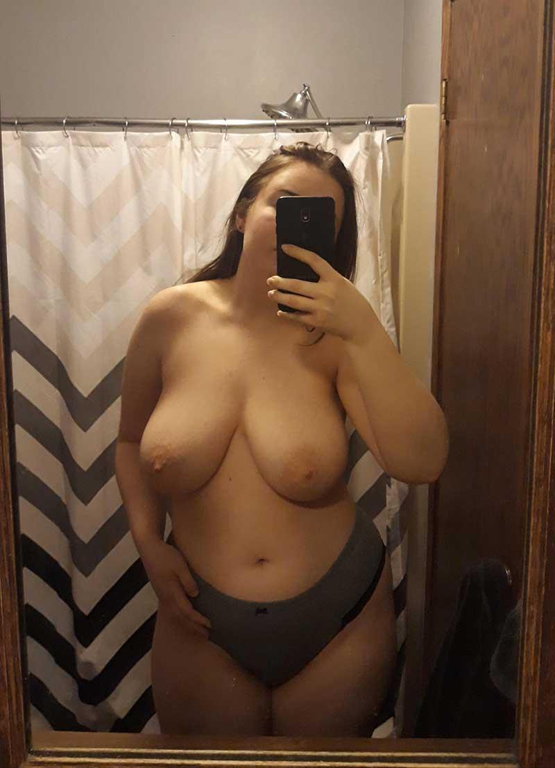 femme grosse de Nimes